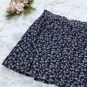 🦋Blue and white flowered mini skirt